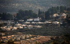 صورة التقطت في 19 كانون الثاني/يناير 2017 من بلدة عنبتا في شرق طولكرم بالضفة الغربية المحتلة وتبدو فيها مستوطنة عيناف الاسرائيلية