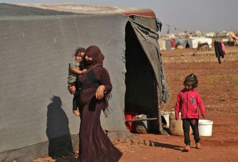 L'ONU va livrer de l'aide aux milliers de Syriens bloqués à la frontière