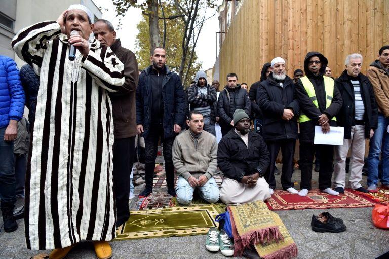 Clichy: le préfet s'engage à mettre un terme aux prières de rue