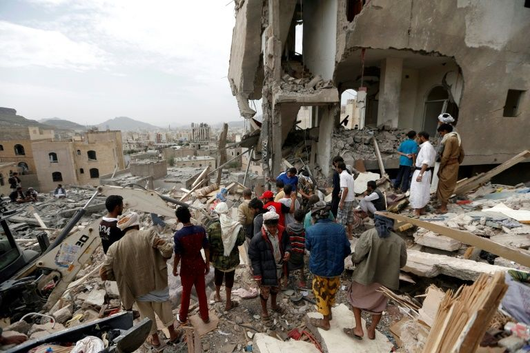 Dozens killed in airstrike on Yemeni hotel