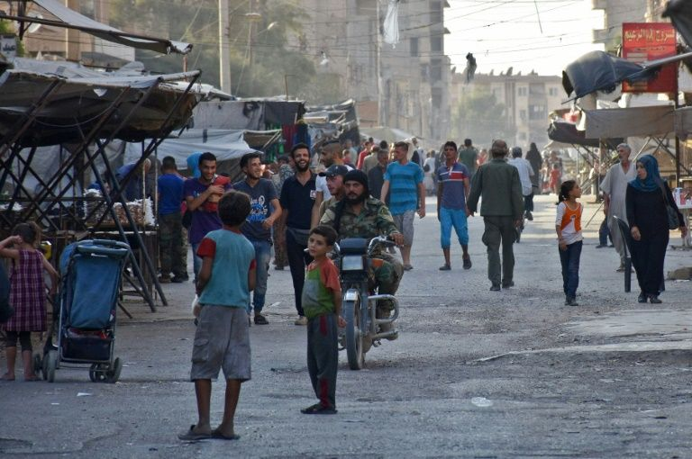 Syria war: 'Russian air strikes' kill dozens in Deir al-Zour