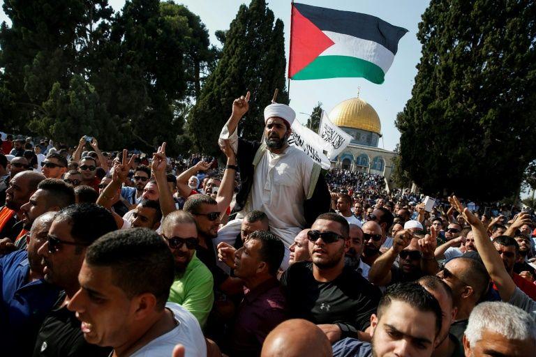 Jérusalem: la police interdit aux hommes de moins de 50 ans l'accès à la prière