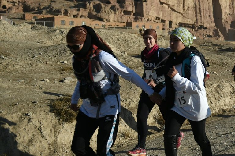Six Afghan and an Iranian have defied the ban and participates in the marathon of Bamiyan in Afghanistan
