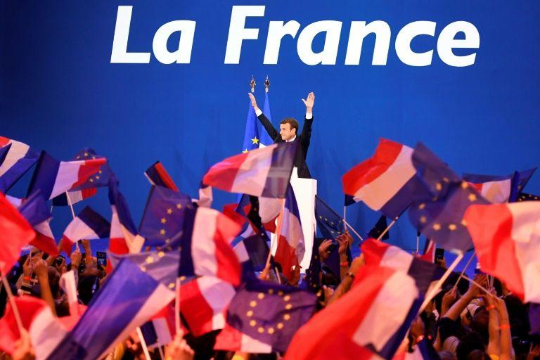 Emmanuel Macron face à ses partisans, le 23 avril 2017 à Paris