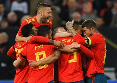 لاعبو اسبانيا يحتفلون بافتتاح التسجيل ضد المانيا بواسطة رودريغو خلال اللقاء الودي بينهما، دوسولدورف في 23 اذار/مارس 2018