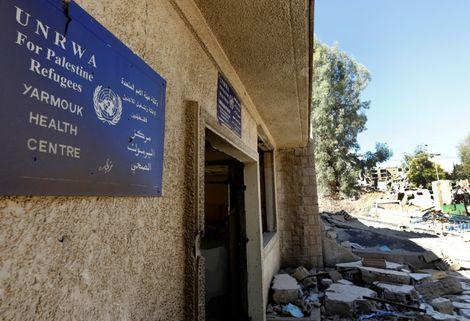 Photo d'un centre détruit de l'Agence des Nations unies pour les réfugiés palestiniens (Unrwa), prise le 1er novembre 2018 dans le camp de Yarmouk, près de Damas, en Syrie