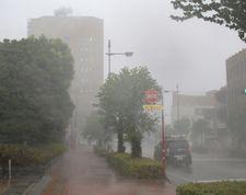 Le Japon frappé par un violent typhon: au moins six morts (médias)
