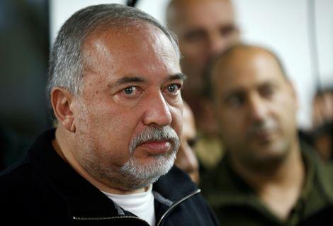 """""""Le Hamas nous entraîne vers une opération militaire douloureuse"""" (Lieberman)"""