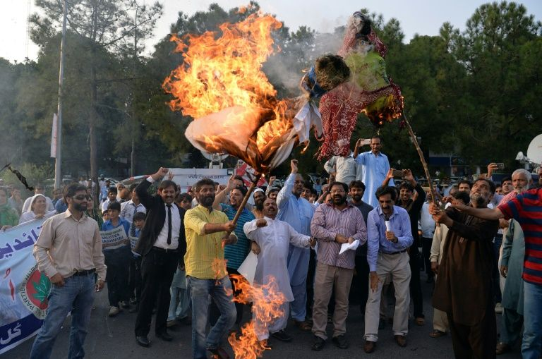 Pakistani Kashmiris burn effigies of Indian Prime Minister Narendra Modi and Foreign Minister Sushma Swaraj during a protest in Islamabad, on September 26, 2016, to show their solidarity with Indian Kashmiri Muslims