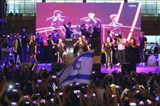 """متظاهرون في لندن يطالبون بمقاطعة """"أورفزيون"""" لإقامته في إسرائيل"""