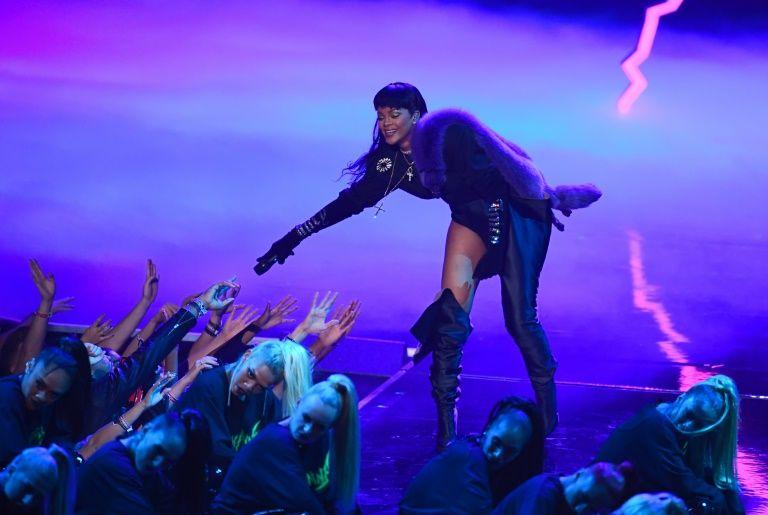 Rihanna sur la scène des  des Vidéo Music Awards (VMA) le 28 août 2016 à Madison Square Garden à New York