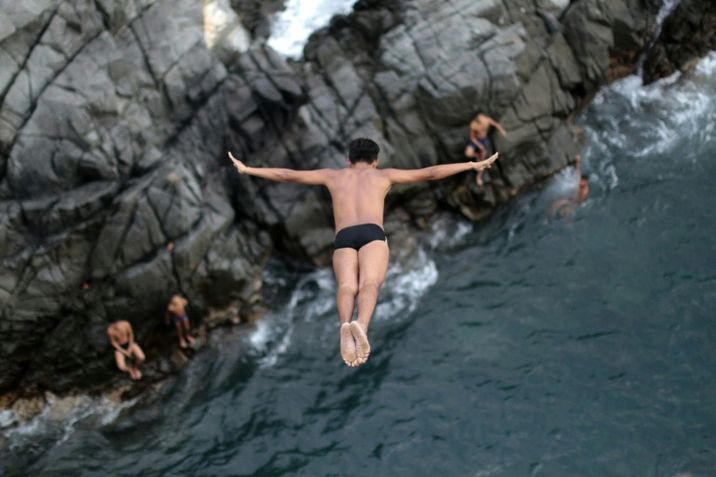 i24NEWS - Acapulco cliff divers plunge into new unknown