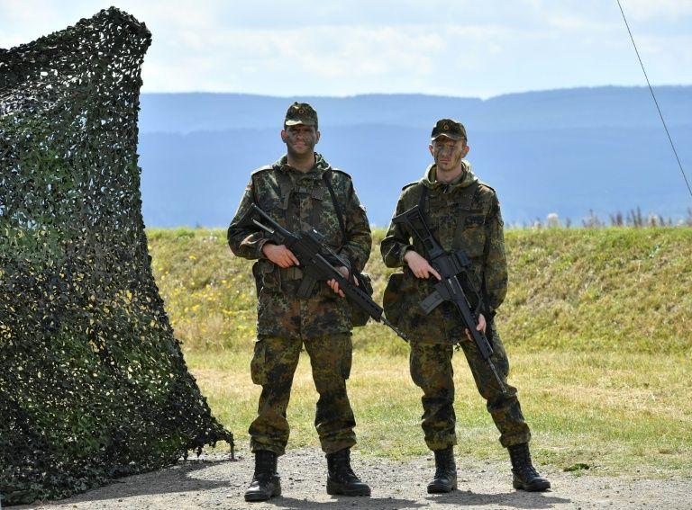 L'armée allemande chasse les objets nazis dans les casernes