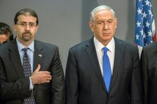 Israeli Prime Minister Benjamin Netanyahu (R) and the US Ambassador to Israel Daniel B. Shapiro, seen in 2014, met two days after the US abstained from voting on a UN resolution against Israeli settlements