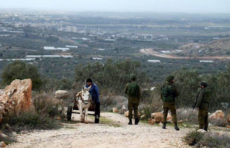 Army Abducts Fifteen Palestinians In The West Bank