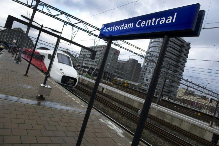 Une voiture fonce sur des passants, plusieurs blessés — Amsterdam