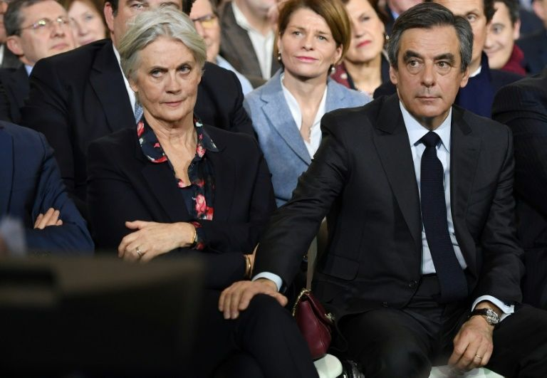 Penelope Fillon (g) et son époux François Fillon, le 29 janvier 2017 à Paris
