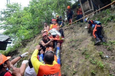 Philippines: 12 morts et plus de 60 disparus dans un glissement de terrain
