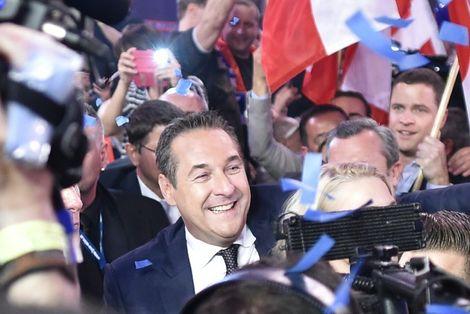 Austrian far-right get interior, defense, foreign ministries