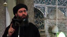 """Le """"calife"""" autoproclamé de l'Etat islamique, Abou Bakr al-Baghdadi, à Mossoul dans une vidéo diffusée le 5 juillet 2014"""