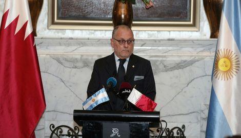 وزير الخارجية الارجنتيني خورخي فوري يعقد مؤتمرا صحافيا في الدوحة في 12 كانون الاول/ديسمبر.