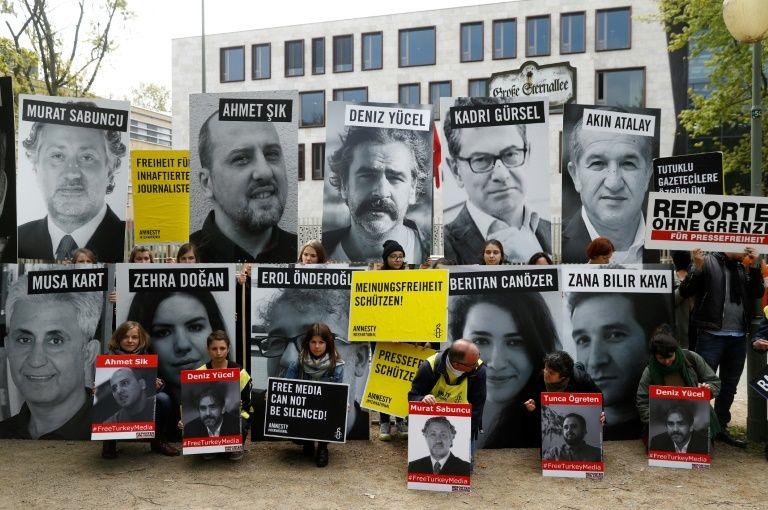 Liberté conditionnelle pour 8 militants des droits de l'homme (AFP) — Turquie