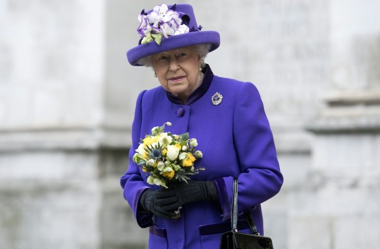 LIVE BLOG: la reine Elizabeth rend visite aux blessés de l'attentat à Manchester
