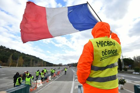 'Moment of truth' for Macron as protests hit French economy