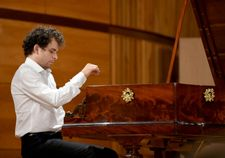 Period pianos evoke sounds of Chopin at new contest