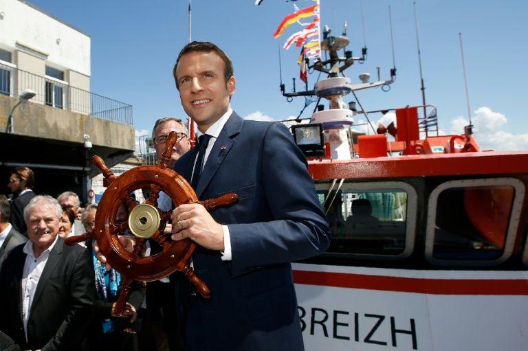 """Polémique/kwassa-kwassa: Macron et son homologue comorien prônent """"l'apaisement"""""""