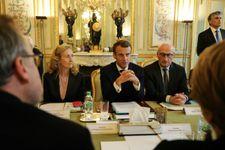 """France: statut """"inédit"""" de """"parent biologique"""" accordé à un homme devenu femme"""