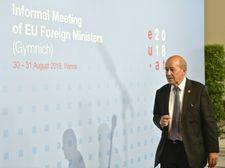 لودريان يطالب بعقوبات على من يعرقلون العملية السياسية في ليبيا
