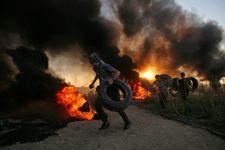 الصحة الفلسطينية:130 إصابة في مسيرات العودة بغزة واسرائيل تقصف خلية تطلق بالونات