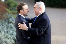 Le président français Emmanuel Macron (g) et le Premier ministre israélien Benjamin Netanyahu, le 10 décembre 2017 à Paris