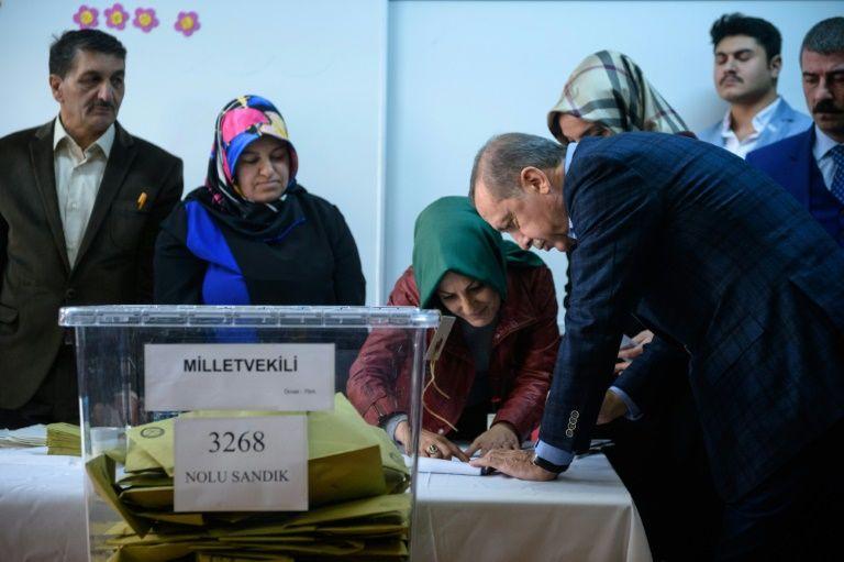 i24news l gislatives en turquie fermeture des bureaux de vote. Black Bedroom Furniture Sets. Home Design Ideas