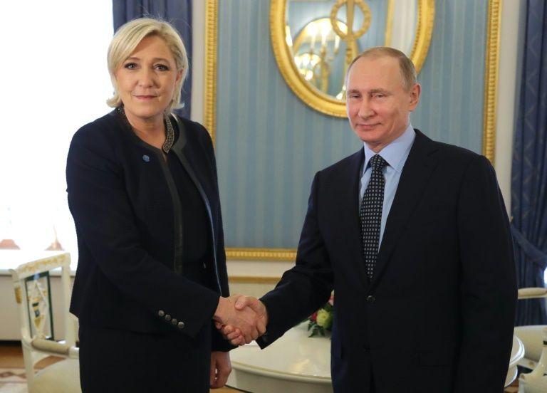 Poutine a reçu la dirigeante de l'extrême droite française Marine Le Pen