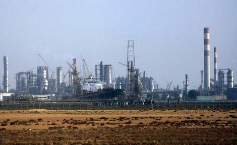 منشآت تابعة لشركة رابغ للتكرير والبتروكيماويات (بترورابغ) المطلة على البحر الاحمر في 2007