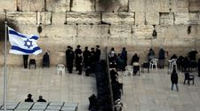 Western Wall pluralistic prayer space stalled after third MK quits committee