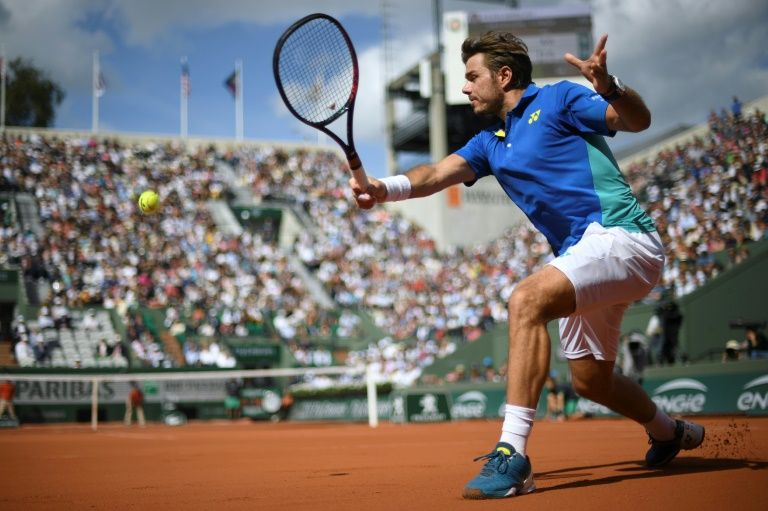 Tennis: Wawrinka stuns Murray, oldest French Open finalist in 44 years