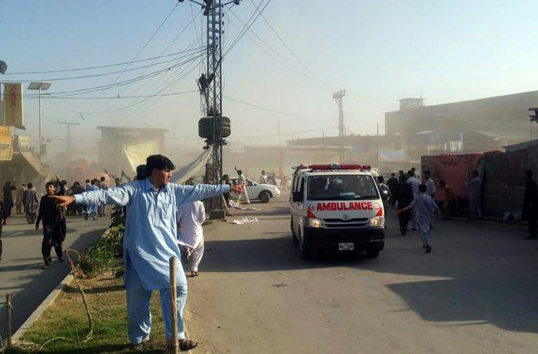 37 قتيلا ونحو 150 جريحا في تفجير مزدوج ببلدة حدودية بين باكستان وأفغانستان