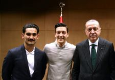 Ozil quits Germany side after 'racism' as Turkey applauds