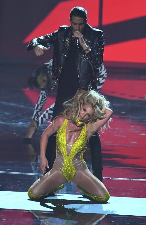 """Britney Spears performed her new single """"Make Me..."""" with rapper G-Eazy"""