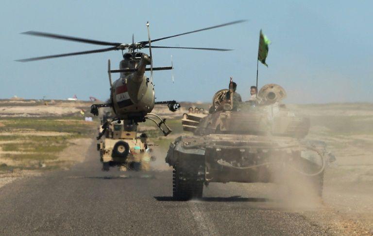 L'armée irakienne se déploie sur la ligne de front dans le désert d'al-Anbar en Irak, le 9 mars 2016