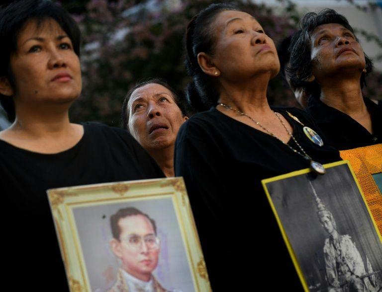 Thais mourn the death of King Bhumibol Adulyadej at Siriraj Hospital in Bangkok on October 14, 2016