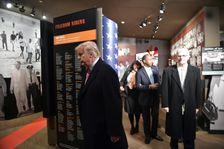 Le président américain Donald Trump visite le musée des droits civiques, le 9 décembre 2017 à Jackson, dans le Mississippi