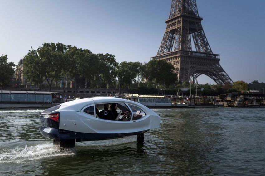 """Un test de Sea Bubbles, """"taxis volants"""" sur l'eau le 20 mai 2018 sur la Seine à Paris"""