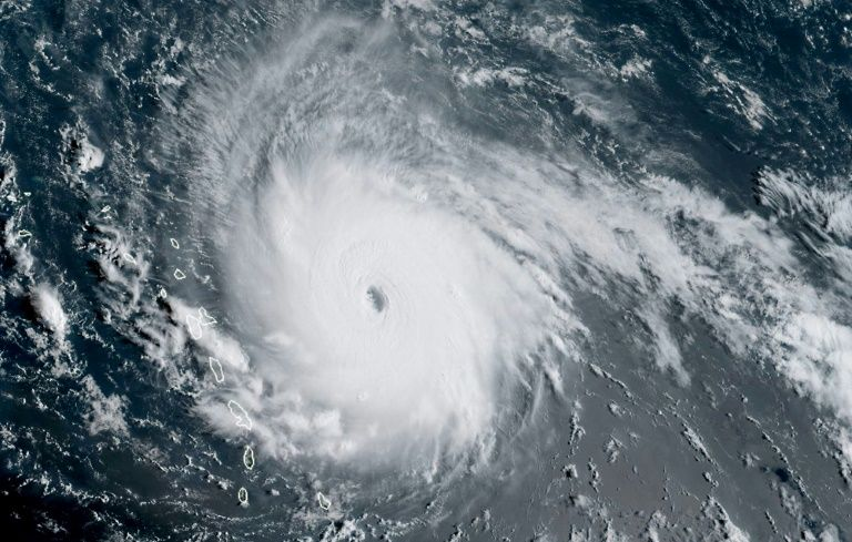 L'ouragan Irma se renforce à l'approche des Antilles