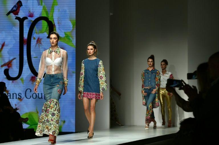 Défilé Suzan Farhoud et Leen Shieshakly, le 8 octobre 2016 à l'Arab Fashion Week de Dubaï