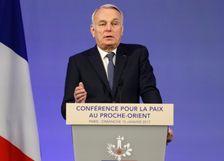 Le ministre français des Affaires étrangères  Jean-Marc Ayrault à l'ouverture de la réunion sur le conflit israélo-palestinien le 15 janvier 2017 à Paris