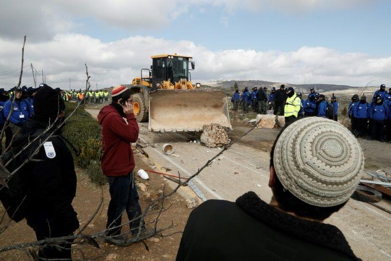 Amona: des habitants retranchés dans la synagogue de l'avant-poste